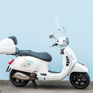 Vespa GTS300 Super white